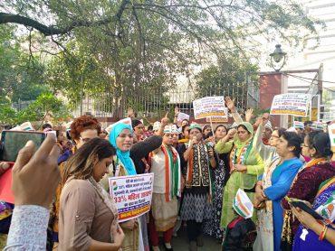 दिल्ली प्रदेश महिला कांग्रेस का केजरीवाल आवास पर प्रदर्शन