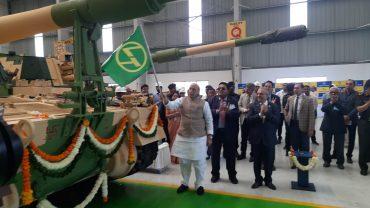 Raksha Mantri Shri Rajnath Singh flags off 51st K9 VAJRA-T Gun from L&T Armoured System Complex in Gujarat