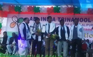 अंतरराष्ट्रीय सीमावर्ती क्षेत्र में तृणमूल कांग्रेस की ओर से वरिष्ठ पत्रकार राजेश शर्मा एवं समाजसेवी को सम्मानित किया गया