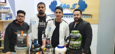 Youth icon Prince Narula opens his Muscle and Strength store in Saket