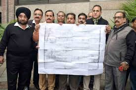 Shop Holders Protest Against MCD for the Illegal Sealing of Local Shopping Complexes (LSC) in Delhi