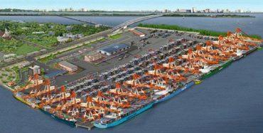 Shri Mandaviya reviews the development of India's first trans-shipment hub – Vallarpadam Terminal of Cochin Port,Kerala