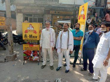 शालीमार गार्डन मैन साहिबाबाद ग़ाजियाबाद मे भारत माता चौक के सामने अल मलिक चिकन, फिश रेस्टोरेंट खोले जाने पर पार्षद सरदार सिंह भाटी ने किया विरोध