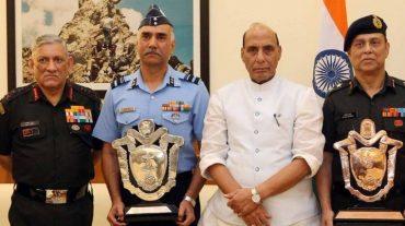 Raksha Mantri Shri Rajnath Singh gives away Raksha Mantri Trophy for Best Command Hospitals