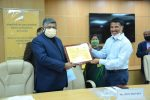 Communications Minister Shri Ravi Shankar Prasad and MOS for Communications Shri Sanjay Dhotre presents Pandit Deendayal Upadhyay Telecom Skill Excellence Awards