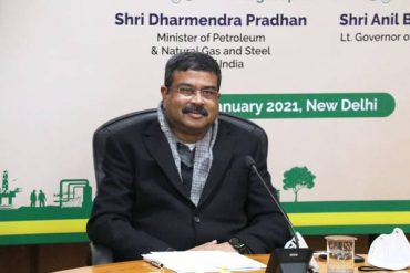 Shri Dharmendra Pradhan witnesses the signing of MOU between Indian Oil and NDMC for Development of Integrated Waste to Energy Facilities at Ranikhera in Narela;