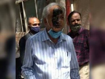 Lady Advocate Meera Raghavendra Darken Prof.SK Bhagwan's face with Ink in Bengaluru: