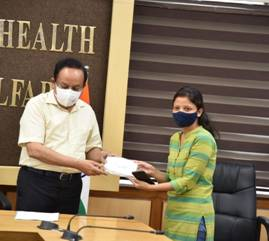 Back to the Basics of Beating COVID-19: Dr. Harsh Vardhan distributes masks among Frontline Workers at the Union Health Ministry