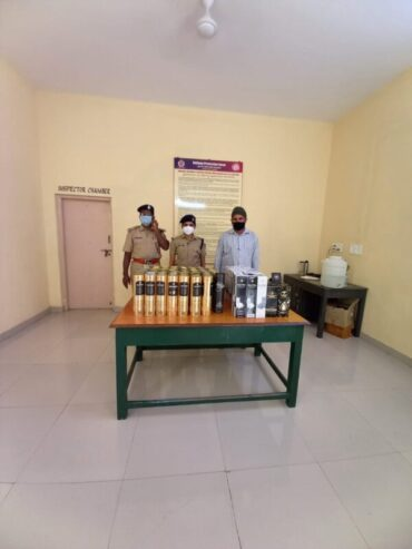 RPF Women Squad,Chennamma team arrested Youth around 65 Smuggled Liquor bottles worth Rs.1.1 lakhs seized
