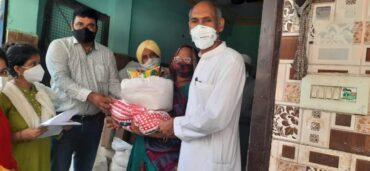 दिल्ली सरकार के द्वारा सुखा अनाज वितरण किया गया