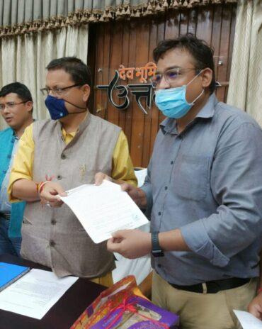 NAI के महासचिव विपिन गौड़ ने उत्तराखंड के मुख्यमंत्री श्री पुष्कर धामी से मुलाकात कर पत्रकारों के हित के लिए एक ज्ञापन सौंपकर पत्रकारों की कई समस्याओं के समाधान की मांग की