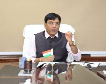 Shri Mansukh Mandaviya inaugurates PSA oxygen plant supplied by FACT at Basti