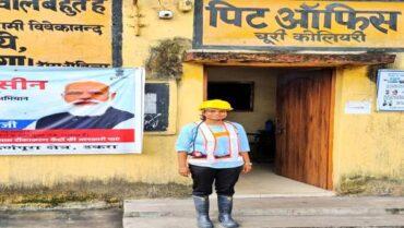 Union Minister Shri Pralhad Joshi Congratulates Ms.Akanksha Kumari, The First Ever Woman Mining Engineer to work in Underground Mines
