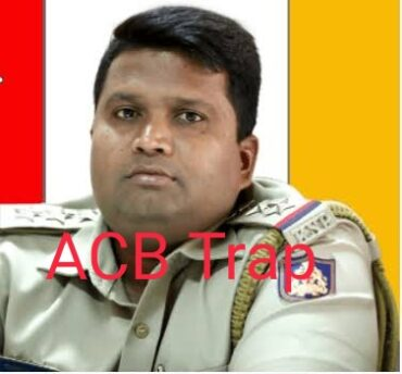 Bengaluru: ACB trapped& arrested Chikkajala police inspector,Raghavendra & middle man red handed accepting bribe of Rs.2 Lakhs