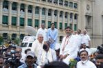 Congress leaders hold Tonga Jatha to Vidhana Soudha against price hike